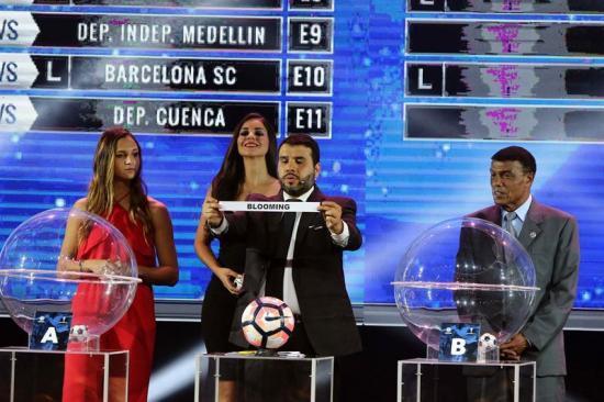 Conmebol homenajea a Maradona y Pelé con estatuas de los 2 astros del fútbol