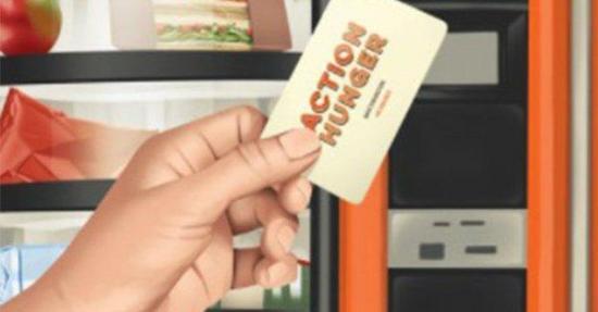 ONG británica lanza la primera máquina expendedora para indigentes