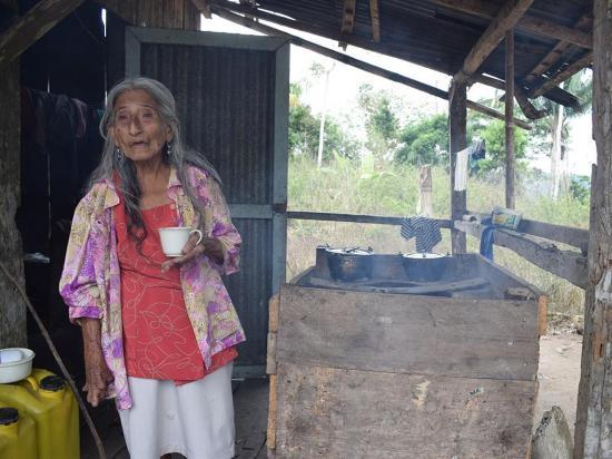 Doña Felícita vive sola  y pide ayuda para que le regalen una casa
