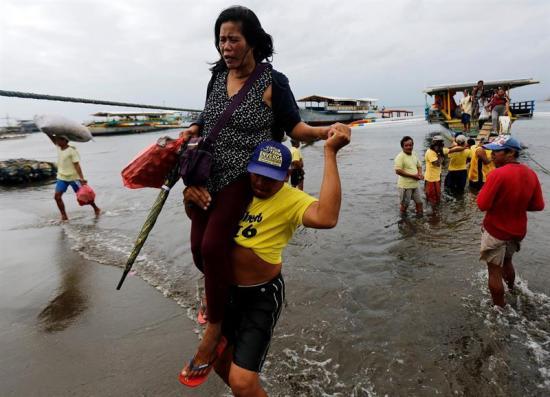 Cuatro muertos y 81 desaparecidos tras el naufragio de un barco en Filipinas