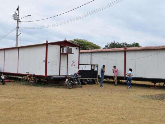 Municipio devuelve los contenedores y se muda a la antigua U.E. Jama