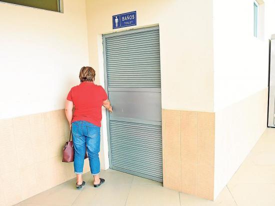 Se roban los picaportes de los baños del Terminal