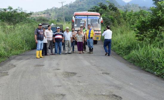 Comunidades de Chone exigen la reparación de la vía a Mosquito