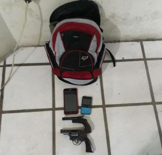 Cargaban armas en una mochila