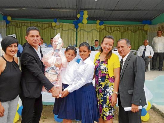 Embajada panameña dona equipos