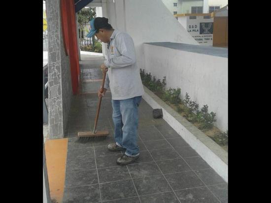 Realizan trabajos de limpieza en La Pila