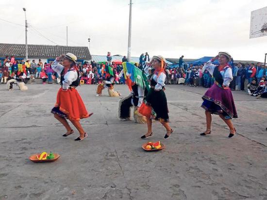 Danza, caporales  reyes y priostes