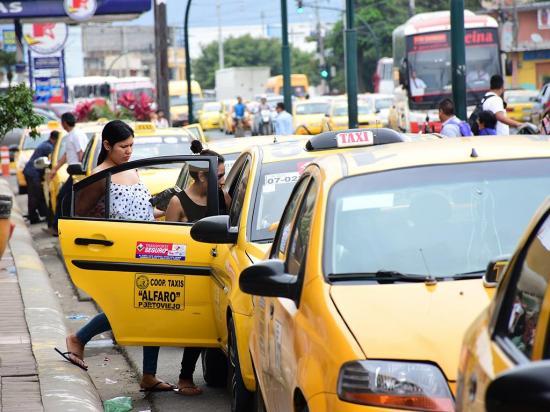 Taxistas hacen su agosto en diciembre