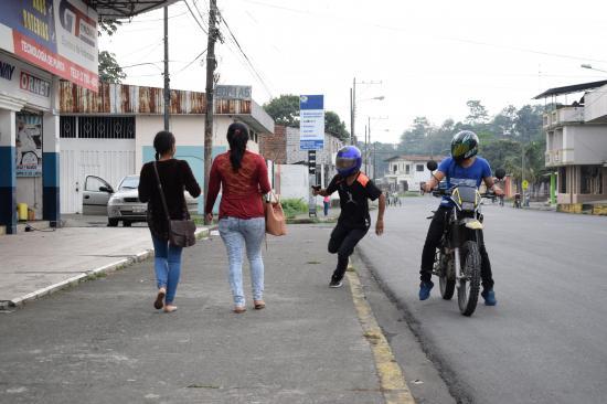 El asalto y robo viajan en moto