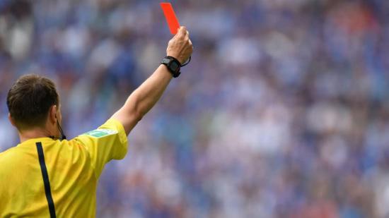 Arbitro chileno puede perder categoría FIFA tras error 'garrafal' en partido