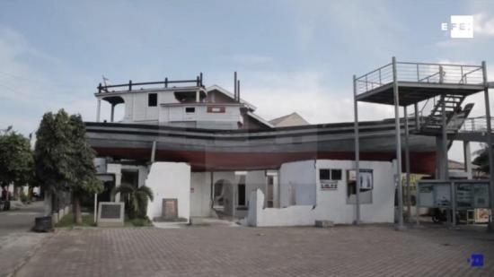 Un barco obró el milagro de salvar decenas de personas en el tsunami de 2004