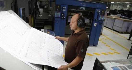 Unas 170 cámaras para vigilar impresión de documentos para consulta popular