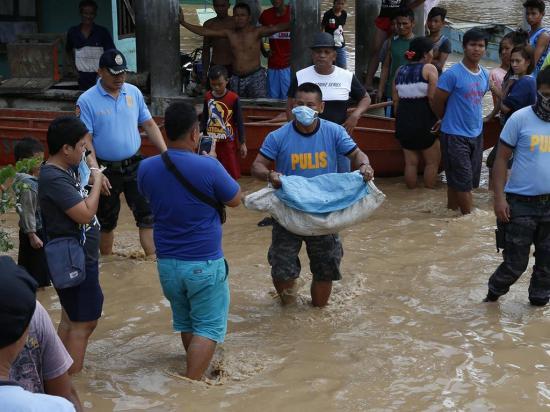 """Tembin"" acecha Vietnam tras dejar Filipinas"