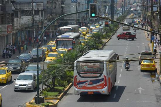 Solo la mitad de buses