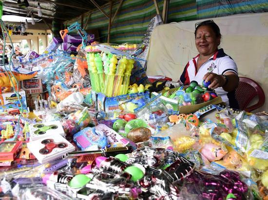 Las ventas fueron  regulares en Naviferia, dicen los comerciantes