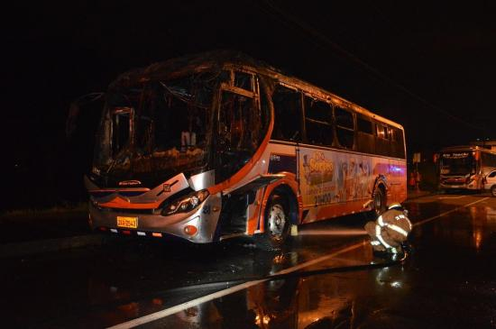 Bus se incendia en la av. Río Toachi