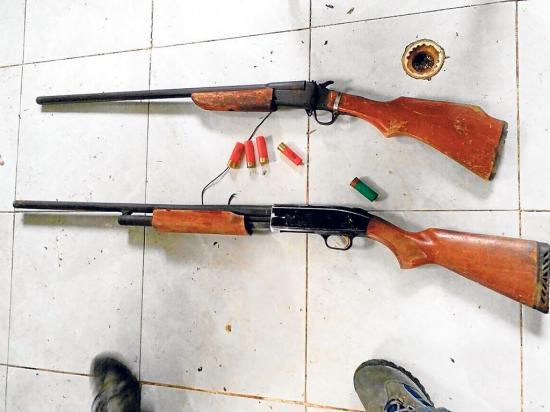 Encuentran dos armas  de fuego abandonadas
