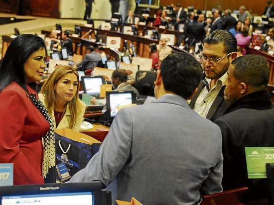 Asamblea se allana al veto presidencial sobre la Ley de Re-activación