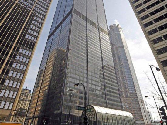 En venta un  rascacielos a  medio construir