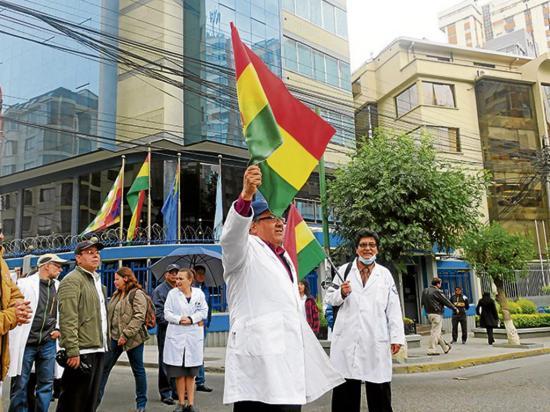 Morales propone a los médicos el debate y  el cambio del sistema