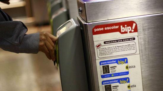 Metro de Santiago deja de vender boletos y solo aceptará tarjeta electrónica