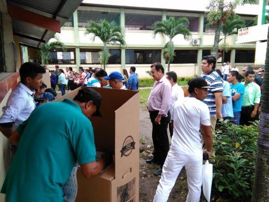 Autorizan a 491 proveedores para promoción con miras a consulta en Ecuador