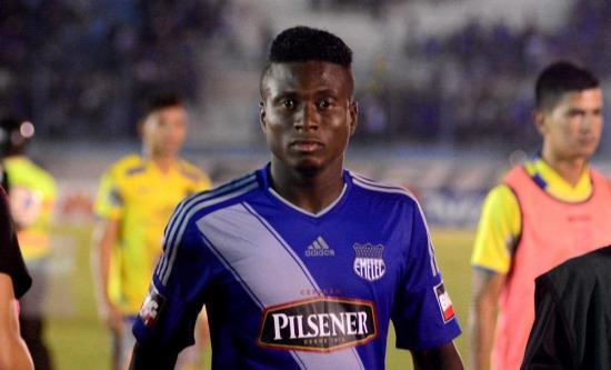 Un futbolista de Emelec y otro de El Nacional son suspendidos por documentos alterados