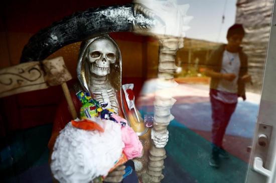 La Santa Muerte cumple 10 años arropada por sus devotos