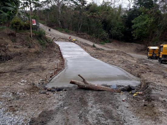 Construyen un paso en Chiquinblito
