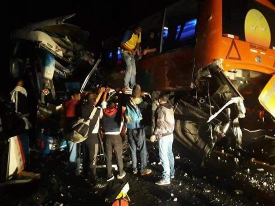 Alóag-Santo Domingo: Triple choque de buses deja al menos dos personas fallecidas