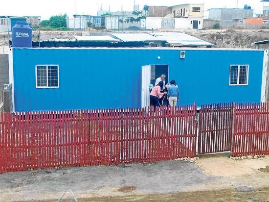 Patronato entregó casas a tres familias  damnificadas