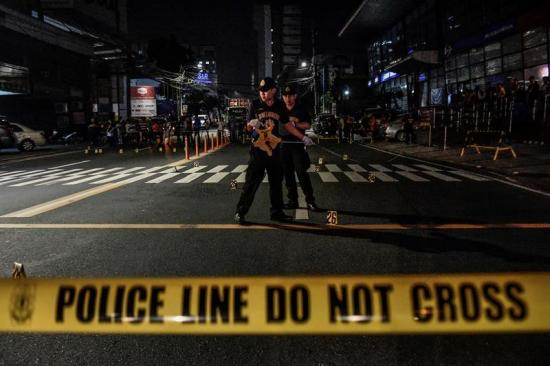 La Policía mata a 2 personas tras confundir a la víctima con los asaltantes