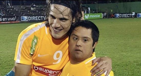 Joven con síndrome de Down marca gol del triunfo tras pase de Cavani
