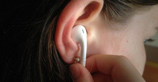 Uso constante de celulares y audífonos disminuye capacidad de audición