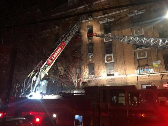 Un niño de 3 años causó el peor incendio de Nueva York en un cuarto de siglo