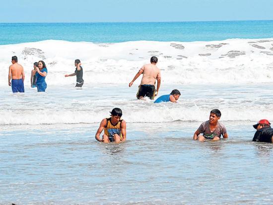 En este feriado habrá olas con altura desde 0,30 hasta 1,2 metros