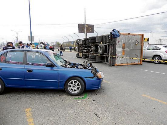 Un herido en choque  entre carro y camión  en la vía a Crucita