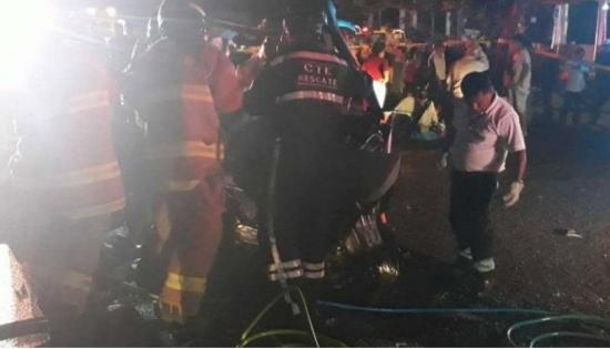 Tres fallecidos en choque en la vía Quevedo-Santo Domingo