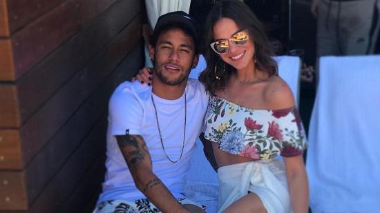 Neymar se divierte en isla brasileña y se reencuentra con Bruna Marquezine