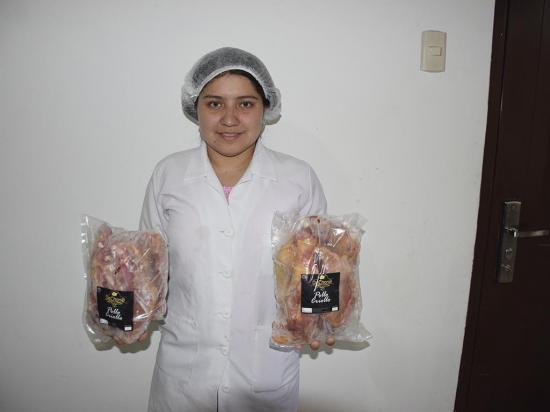 La gallina criolla también se vende empaquetada