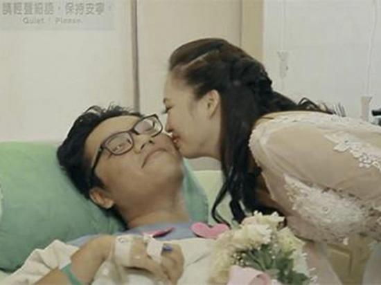 Le pide matrimonio a su novio que está  en un hospital