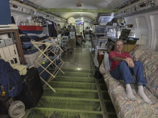 Un viejo avión es su vivienda