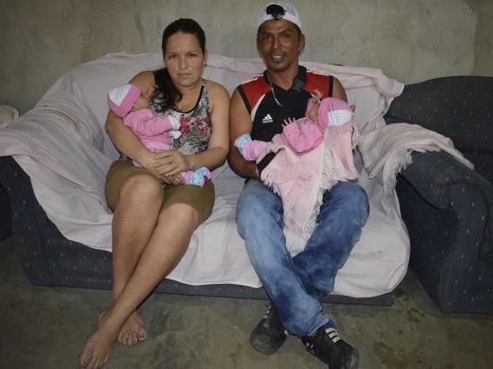 Niñas mellizas nacieron prematuras y ahora los padres requieren ayuda