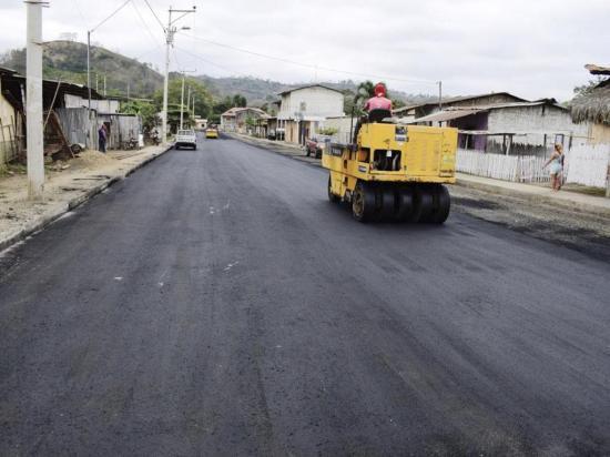 Reciben el año con calles asfaltadas