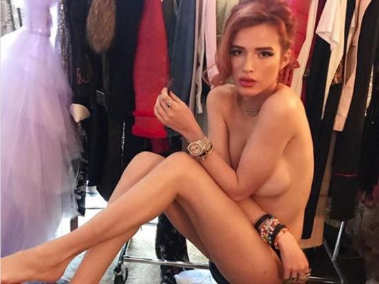 Se desnuda para mostrar sus imperfecciones