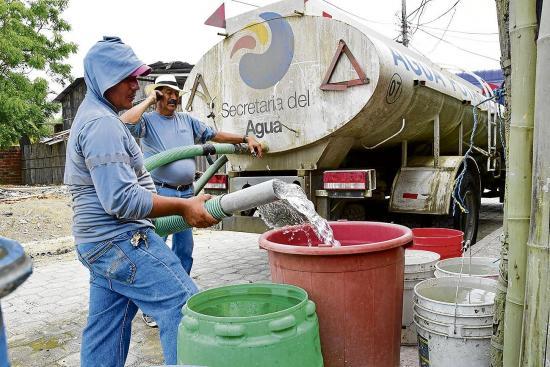 Rocafuerte: Sin agua por el daño de tubería