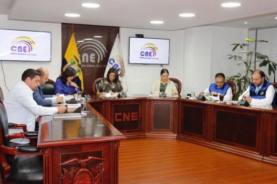 CNE quiere que Unasur, OEA, Uniore y A-Web observen el proceso de votaciones de la consulta popular