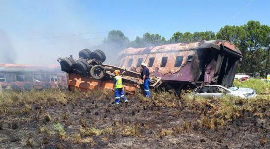 Accidente de tren en Sudáfrica deja 12 muertos y decenas de heridos
