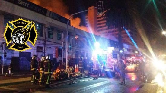 Voraz incendio destruye al menos doce locales de diversión nocturna en Chile