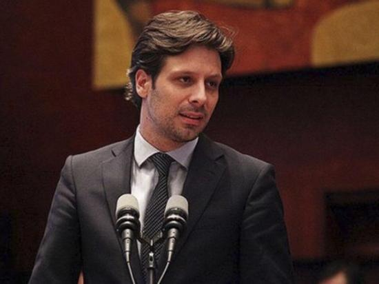 Guillaume Long renuncia y critica al Gobierno de Moreno